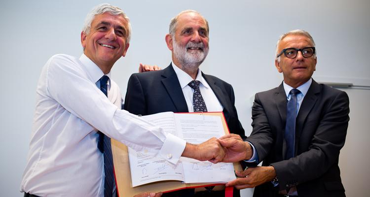 Signature-contrat-de-territ