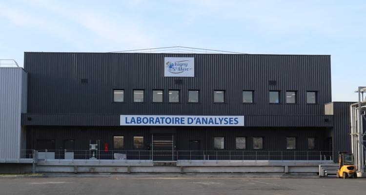 Un nouveau laboratoire d'analyses de poudres de lait infantile pour la Coopérative laitière Isigny Sainte-Mère
