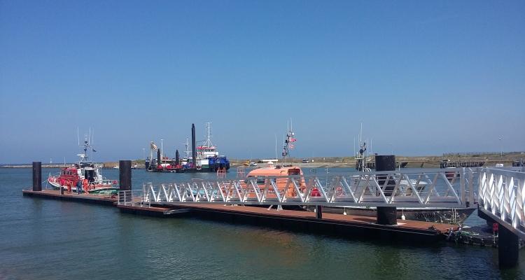 Mise en service du ponton SNSM dans l'avant-port de Caen-Ouistreham