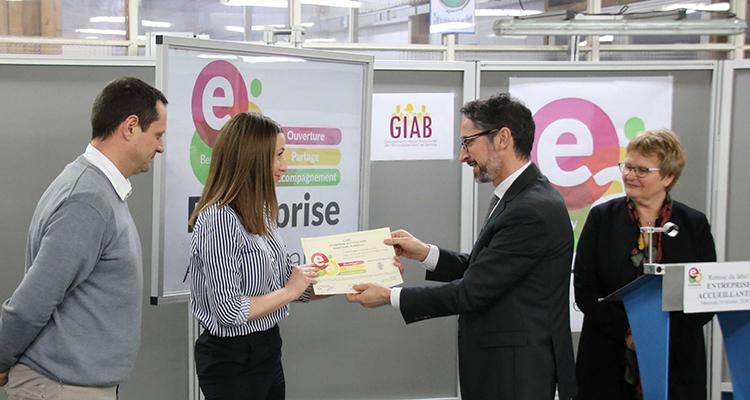 Le préfet de l'Eure remet le label « entreprise accueillante » sur Bernay